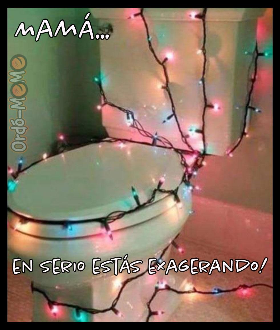 Inodoro con luces de navidad