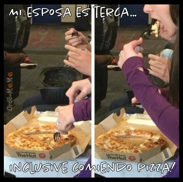 Meme de pizza mujer terca