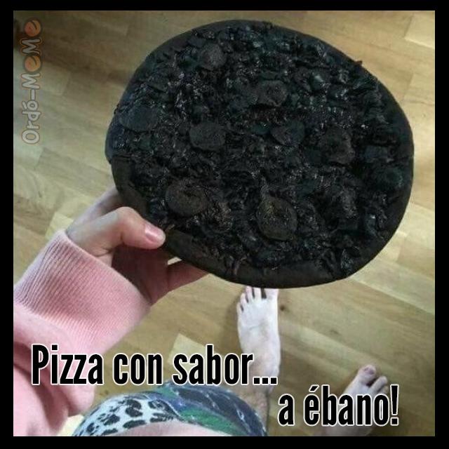 pizza quemada con sabor a ébano